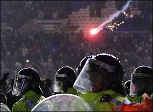 Дерби Бирмингема омрачено массовыми беспорядками (ВИДЕО)