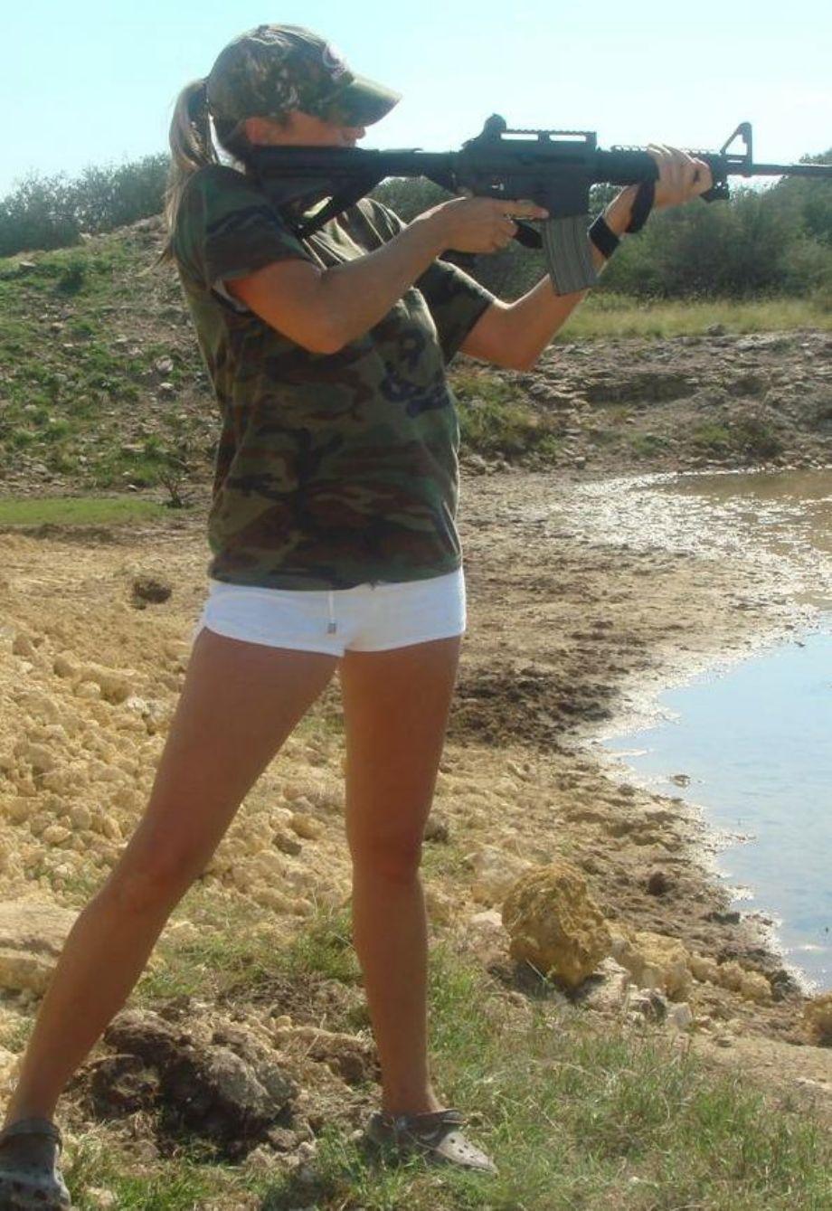 Смотреть порно солдаты и девочка 20 фотография