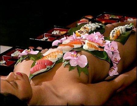 Любите суши и девушек?
