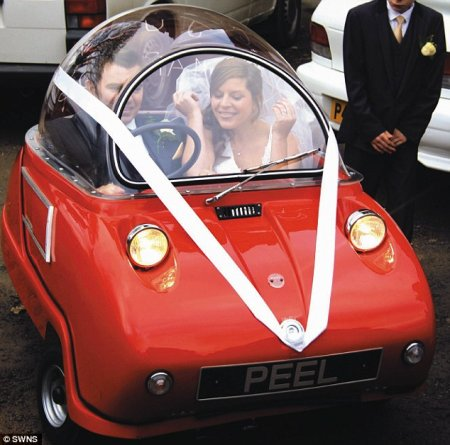 Необычный автомобиль для молодоженов