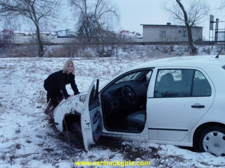 Девушки на снегу