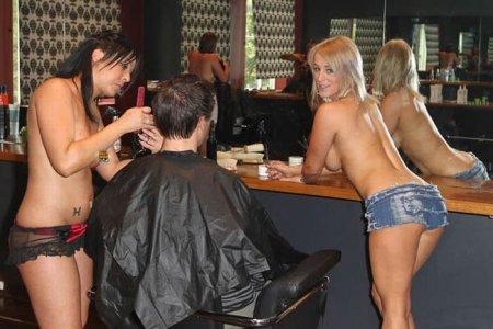 Топлесс-парикмахерская в Австралии