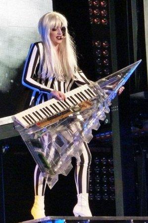 Лучшие костюмы Леди Гага