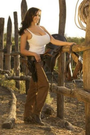 Jordan Carver is Germany�s answer to Denise Milani