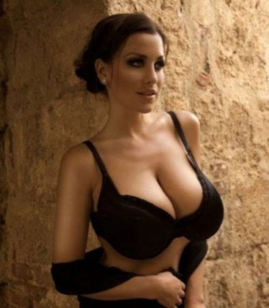Jordan Carver is Germany's answer to Denise Milani