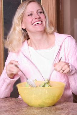 А вам тоже смешно есть салат?
