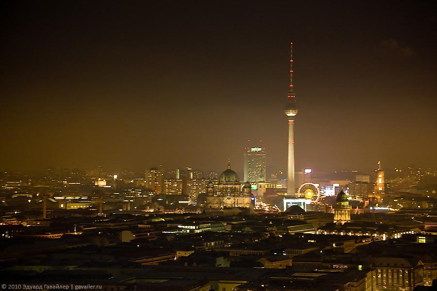 Ночной Берлин с высоты ста метров