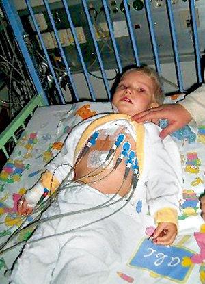 Бизнесмен обокрал больную 2-летнюю девочку