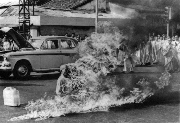 Самосожжение буддийского монаха