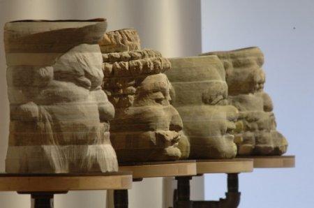 Скульптуры из телефонных справочников