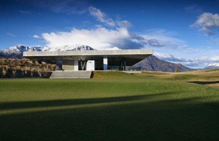 Многоуровневое здание для гольф-клуба