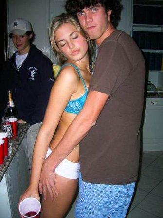 Beer Pong - популярная забава у пьяных девушек и не только