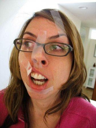 Как изуродовать себе лицо скотчем