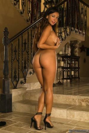 Action Girls - Candice - Staircase