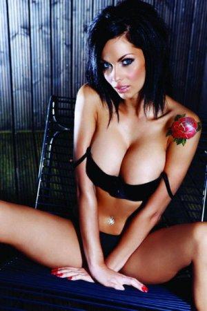 Британская модель Jessica-Jane Clement