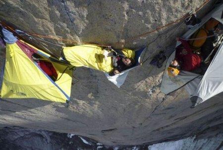 Как спят альпинисты