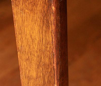 Как удалить царапины на мебели?