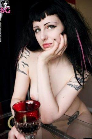 Suicide Girls:Madeleine