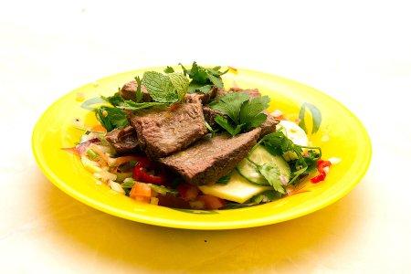 Салат с мясом по-тайски