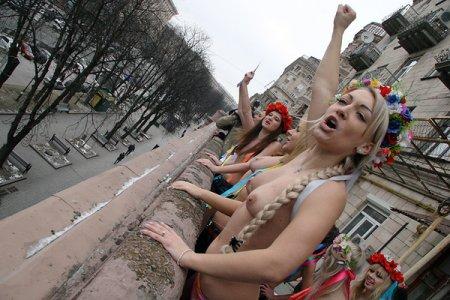 Мэрия хочет запретить киевлянам выходить на балконы в нижнем белье