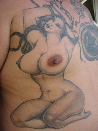Некрасивые татуировки на груди