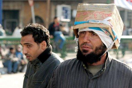 Самодельные шлемы протестующих в Египте