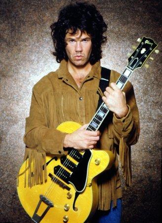 Умер известный рок-гитарист Гарри Мур