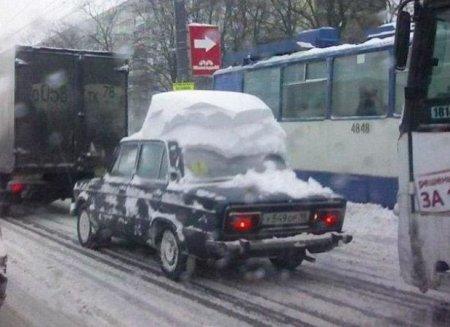 Похороненные в снегу машины