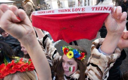 """Акция Femen """"Италия не бордель"""""""