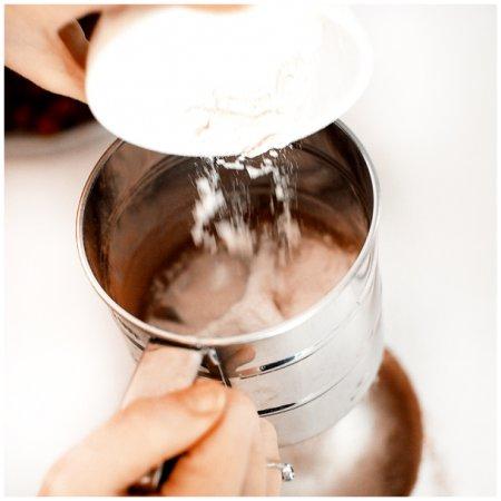 """[выпечка] Шоколадный рулет (по мотивам торта """"Черный лес"""")"""