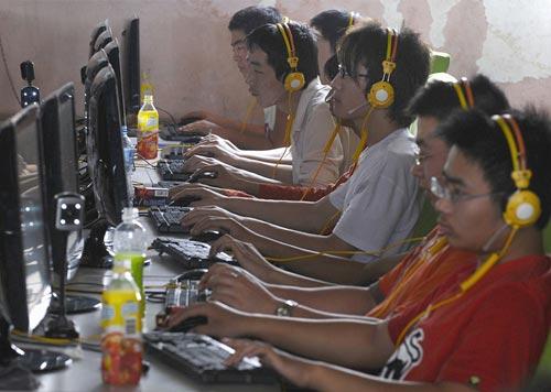 В Китае закрыли 130 тысяч интернет-кафе