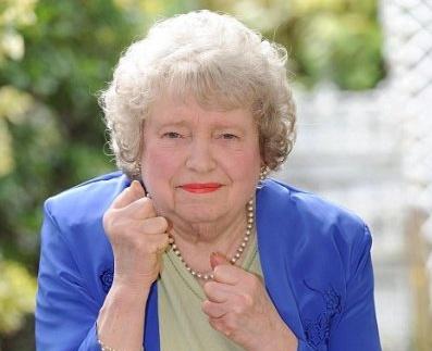 79-летняя пенсионерка вырубила грабителя ударом в челюсть