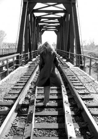 По рельсам ходят поезда... Да?