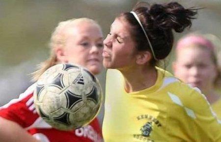 Мячиком в лицо