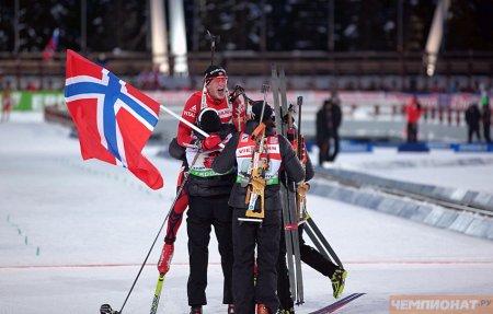 Норвежцы выиграли золото смешанной эстафеты на ЧМ по биатлону