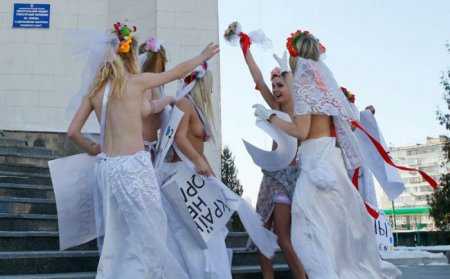 Движение FEMENв ЗАГСе