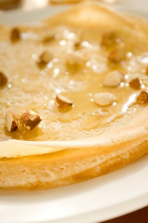 Крепы с мёдом и миндалем