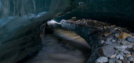 Ледяная пещера на Аляске
