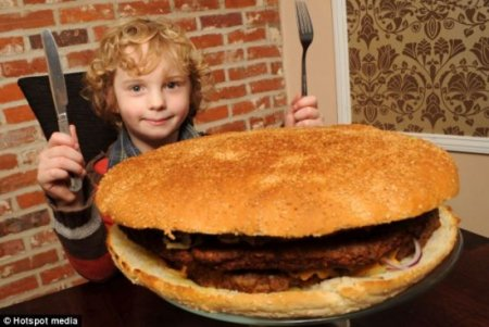 Бургер с недельной нормой калорий