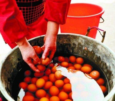 Яйца, сваренные в моче - китайский деликатес
