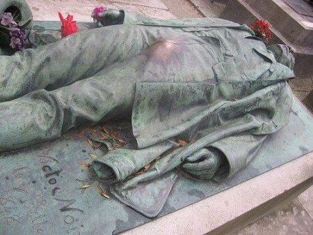 Что нужно потереть у памятника