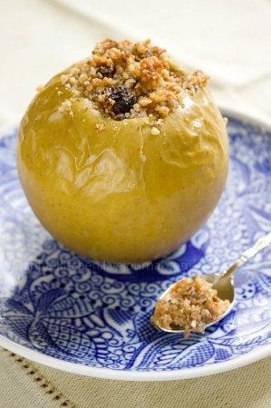 Яблоки, запеченные с мёдом и орехами