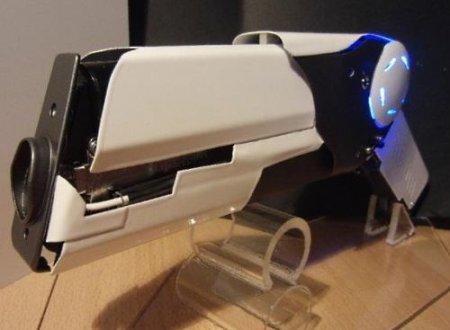Умелец создал действующий лазерный пистолет