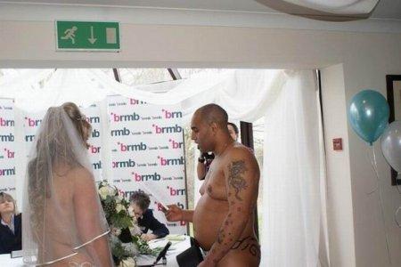 Полностью голая свадьба