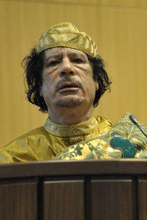 Каддафи повысил в звании всех верных ему военных и полицейских