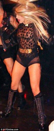 Леди Гага показала зрителям попку