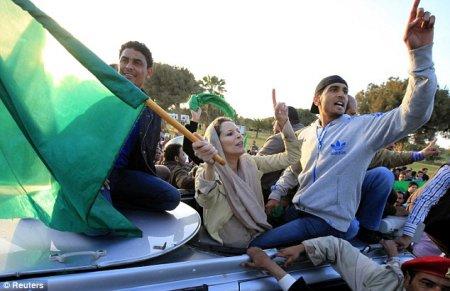 Дочь Каддафи вышла подбодрить солдат
