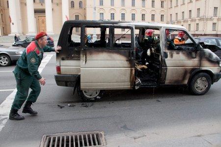 В центре Минска сгорел микроавтобус.