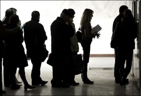 В Минске появились профессиональные стояльцы в очередях
