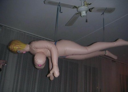 Нелёгкая жизнь надувных кукол